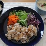 豚しゃぶサラダ・ほっこり豆乳スープで昼食とboussoleニットで冷えとりコーデ。