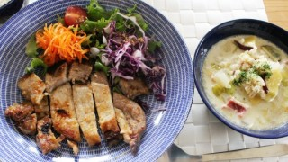 昨日の味噌漬け豚ロースの昼食と本日のコーデ。