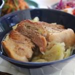 塩豚とキャベツ煮込みの昼食とスタンプアンドダイアリーのウールパーカー冷えとりコーデ。