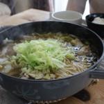 鶏肉と高菜の鍋のあつあつ昼食とMUKAVAブーツで冷えとりコーデ。