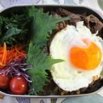 牛しぐれ煮丼弁当とアトリエナルセ サロペット冷えとりコーデ。