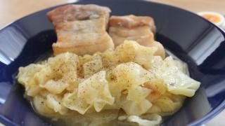 塩豚とキャベツ煮込み昼食とワイドデニム冷えとりコーデ。