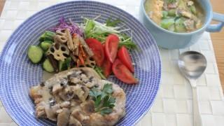 豚肉のマッシュルームソース昼食と色落ちデニム冷えとりコーデ。
