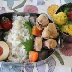 こんにゃくと鶏の味噌煮弁当とオータ ブラウス冷えとりコーデ。