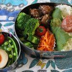 豚肉の甘酢風味弁当とドミンゴスッキリパンツの冷えとりコーデ。