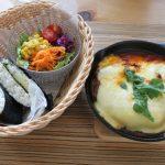 チーズをふんだんに使った昼食と真っ黒クロスケ冷えとりコーデ。