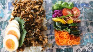 ひき肉と高菜の味噌炒め丼弁当とシルクサルエルパンツ冷えとりコーデ。