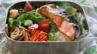 鮭弁とAURALEE冷えとりコーデ。