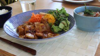 生姜焼きランチとちょっき冷えとりコーデ。