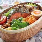 鮭弁当とベスト冷えとりファッション。