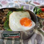 ひき肉と高菜の味噌炒め丼弁当とジョッパーズパンツ冷えとりファッション。