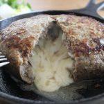 迫力チーズ入りハンバーグランチともふもふセーター冷えとりファッション。