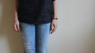 アトリエナルセのブラックリネンブラウス冷えとりファッション。