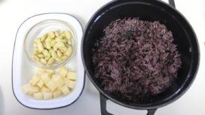 豆とチーズのコロコロおむすびの作り方。